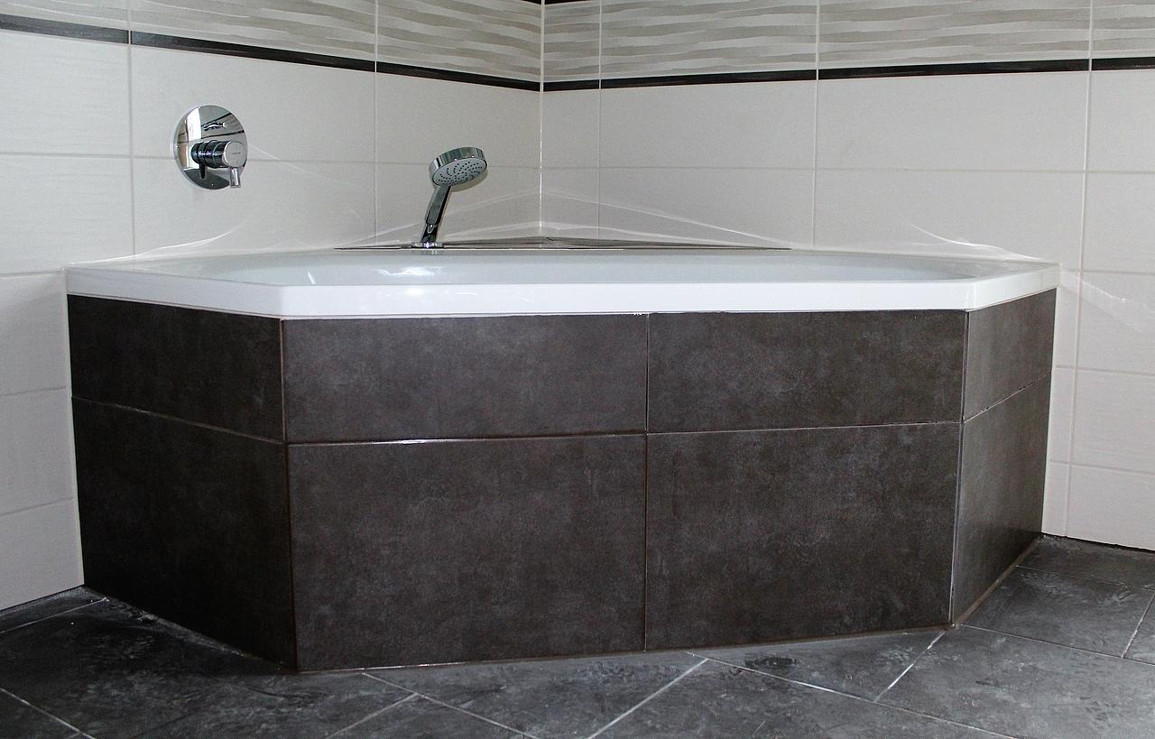 Geflieste badewanne ideen fur das wohndesign - Geflieste badewanne ...