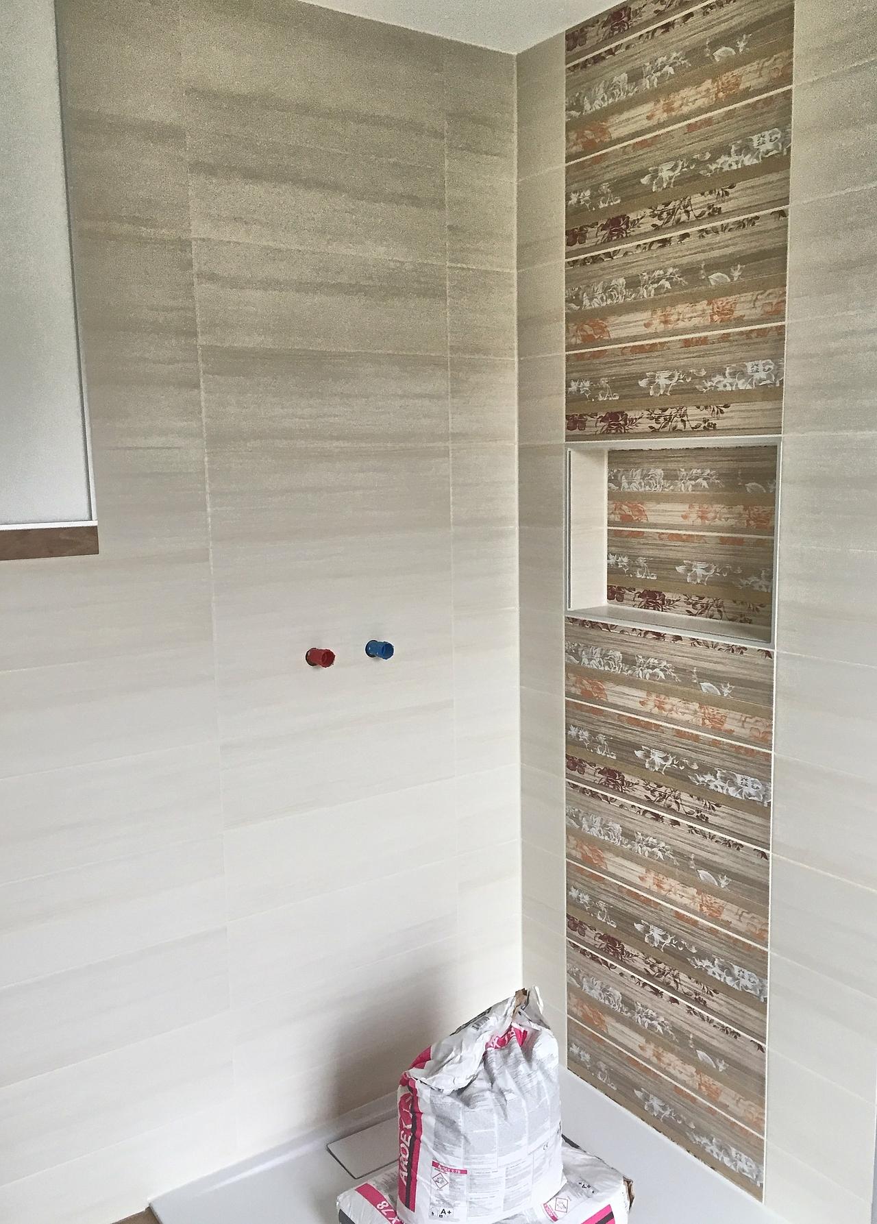 Bautagebuch junge bauherren erf llen sich den traum vom for Fliesengestaltung dusche