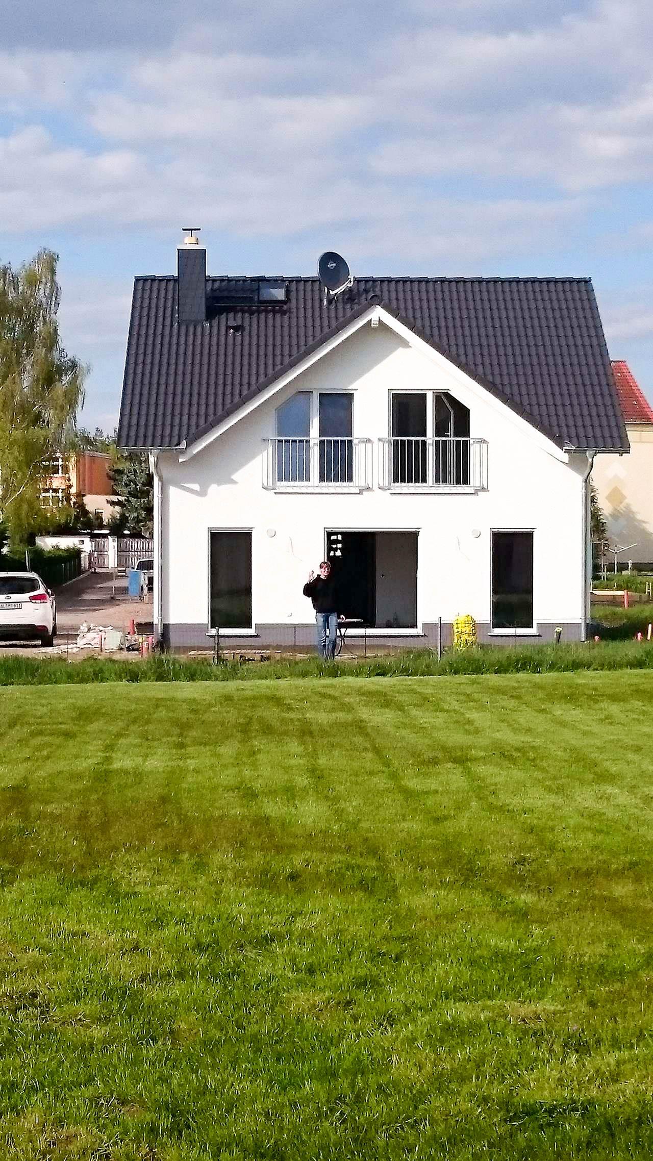 Fertige Außenansicht Familienhaus Komfort