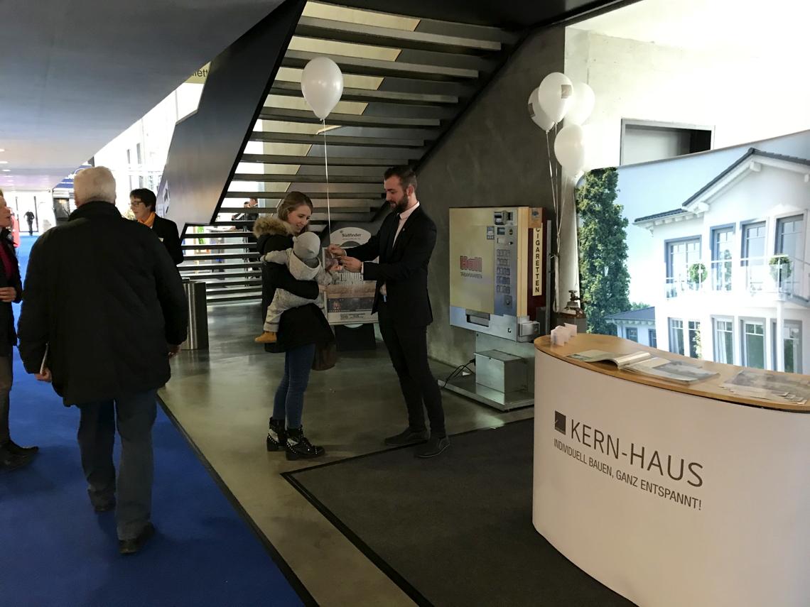 kern haus baumesse hausplus 2018 in ravensburg. Black Bedroom Furniture Sets. Home Design Ideas